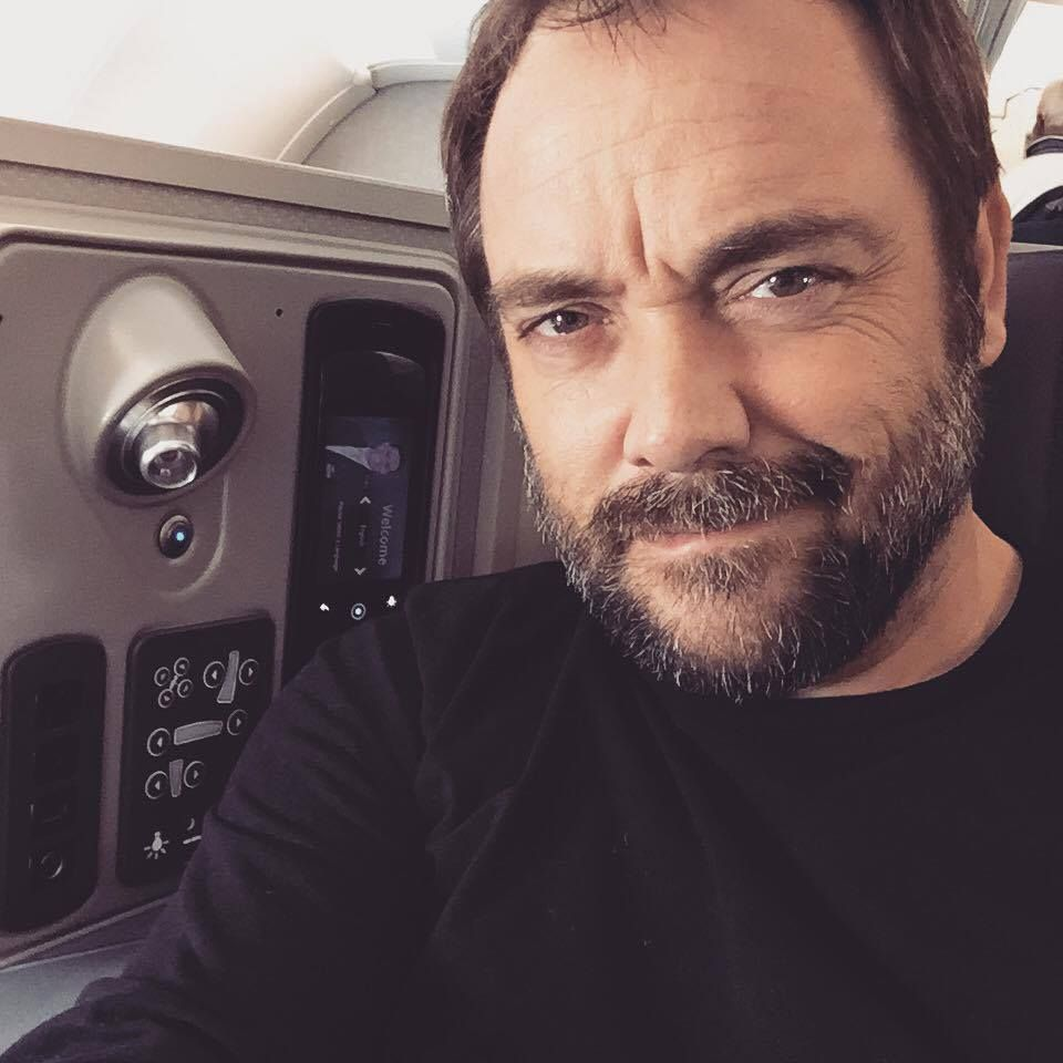Say what you will but Mark Sheppard is very good looking here.