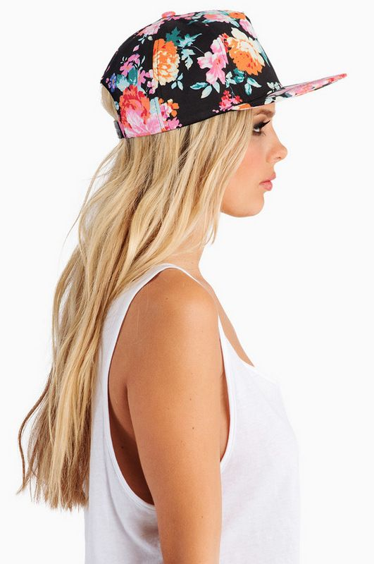 Gafas · Zapatos · Floral Snapback - in black and green at Bubbles Boutique.  Gorros Beanie 03b0bc7e1a7