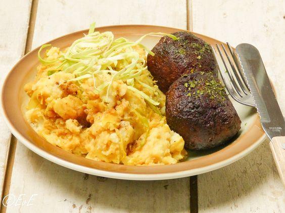 Bij de herfst hoort stamppot! Dit recept voor een stamppot van spitskool met ketjap en mosterd is gebaseerd op een recept van Unox. Ik voegde er ook nog kerrie aan toe, want dat is zo'n fijne combi...