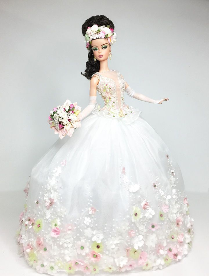 Today the Charity Auction from the Italian Doll Convention started. Ooak doll artists from all over the world created specials doll for this Charity Auction. This year the charity is Cesvi and 100%…