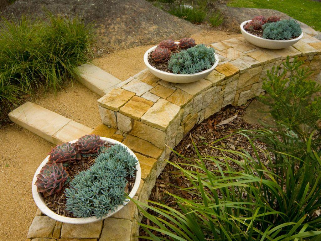 Eco Outdoor Killcare random ashlar sandstone walling curved ...