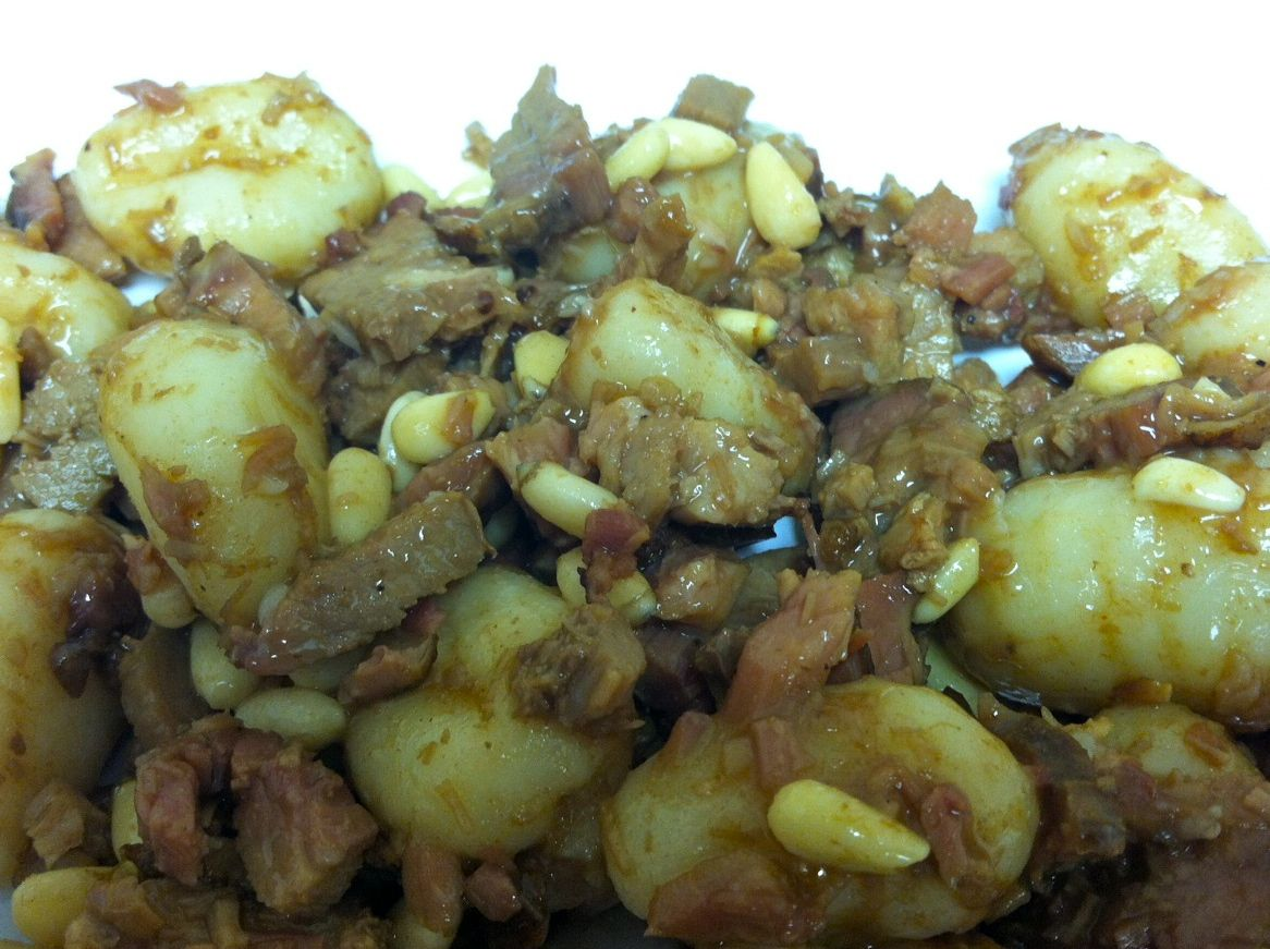 Leftover Beef Brisket with Gnocci  1 box potato gnocchi (I used Dellalo) 2 pounds leftover cooked brisket – shredded 4 ounces pine nuts 1 package brown gravy mix (I used McCormick)   Prepare the gnocchi as directed.  Place in baking dish and cover with brisket and pine nuts Prepare brown gray as directed and pour on.  Bake in 350* oven till hot, probably about 20 minutes.