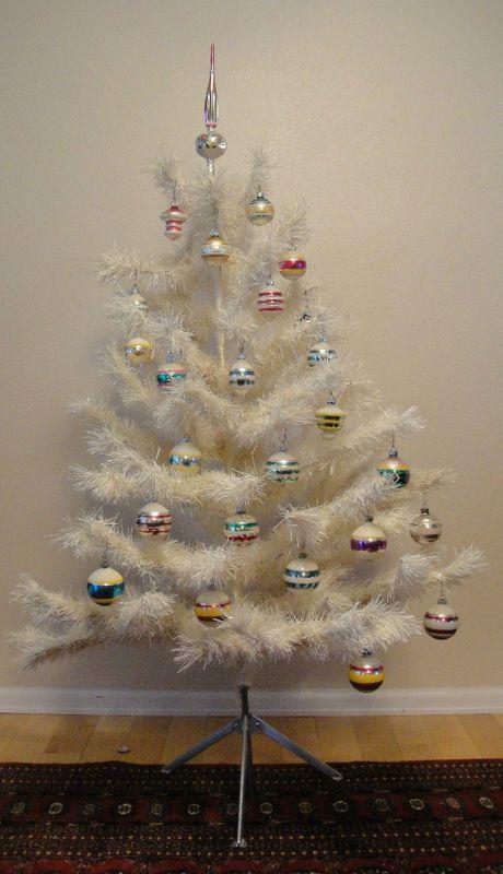 Vintage Artificial Christmas Trees.Vintage 45 White Artificial Christmas Tree Christmas White