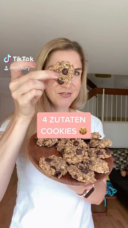 Gesunde Cookies mit nur 4 Zutaten! Die Haferflocken Cookies schmecken zum Frühstück oder als Snack, gesund, vegan, zuckerfrei, Hafercookies, Frühstückscookies, Kekse, ohne Zucker, gesund backen, gesunde Kekse, für Kinder, gesunde Rezepte, Mrs Flury,  #cookies #frühstückscookies #haferflocken #gesundbacken #mrsflury