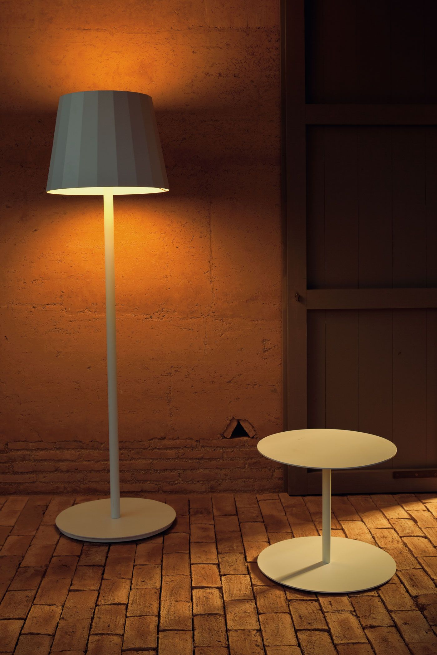 kettal outdoor floor lamp 1 lighting outdoor exterior rh pinterest com