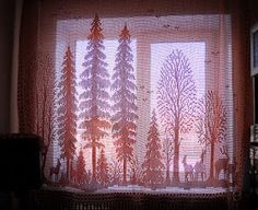 Amazing filet crochet forest. Free charts. Many free patterns on the site. #filetcrochet