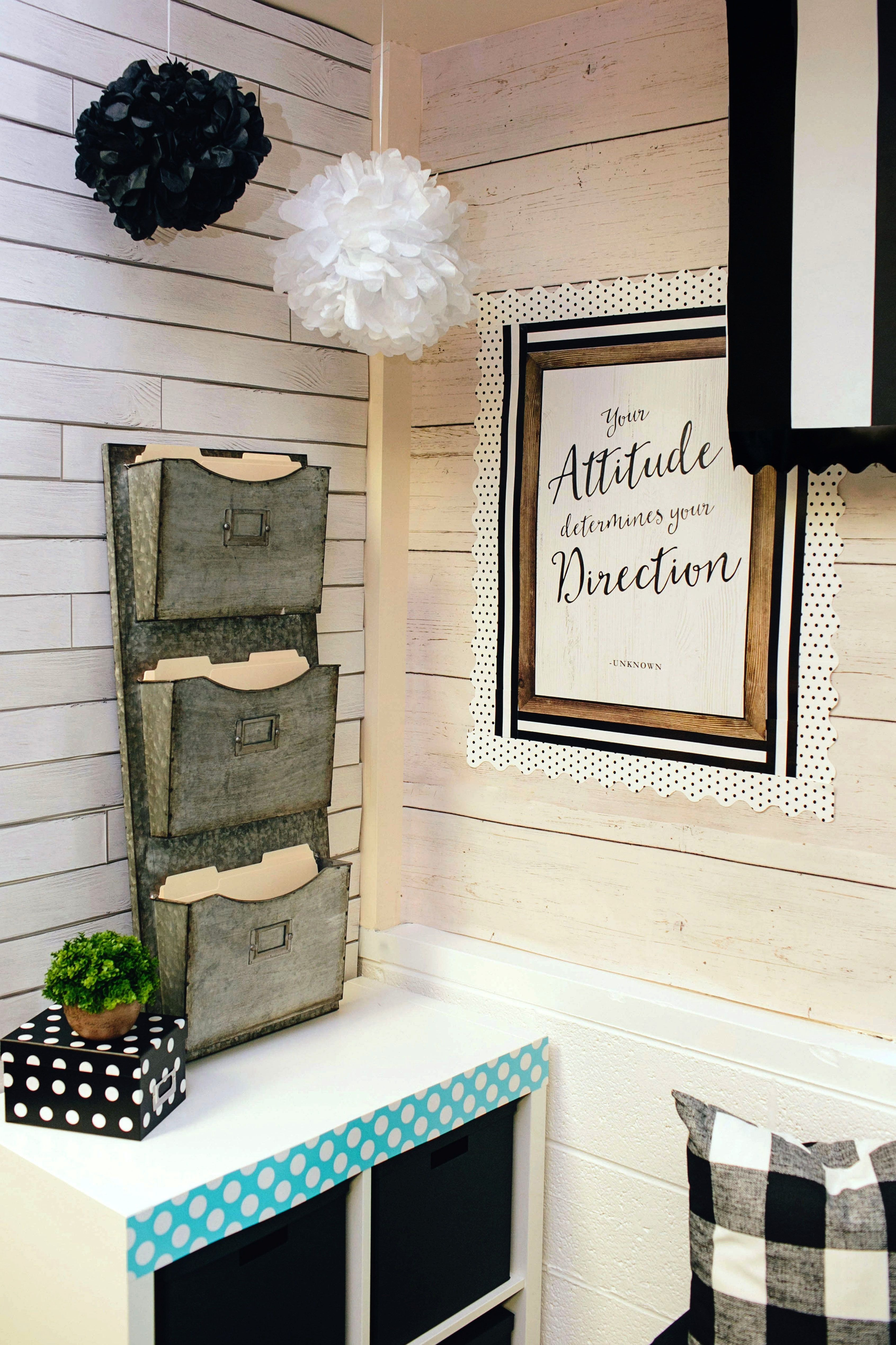 Chic borders will add a stylish touch to classroom displays, message boards, bulletin board sets, a