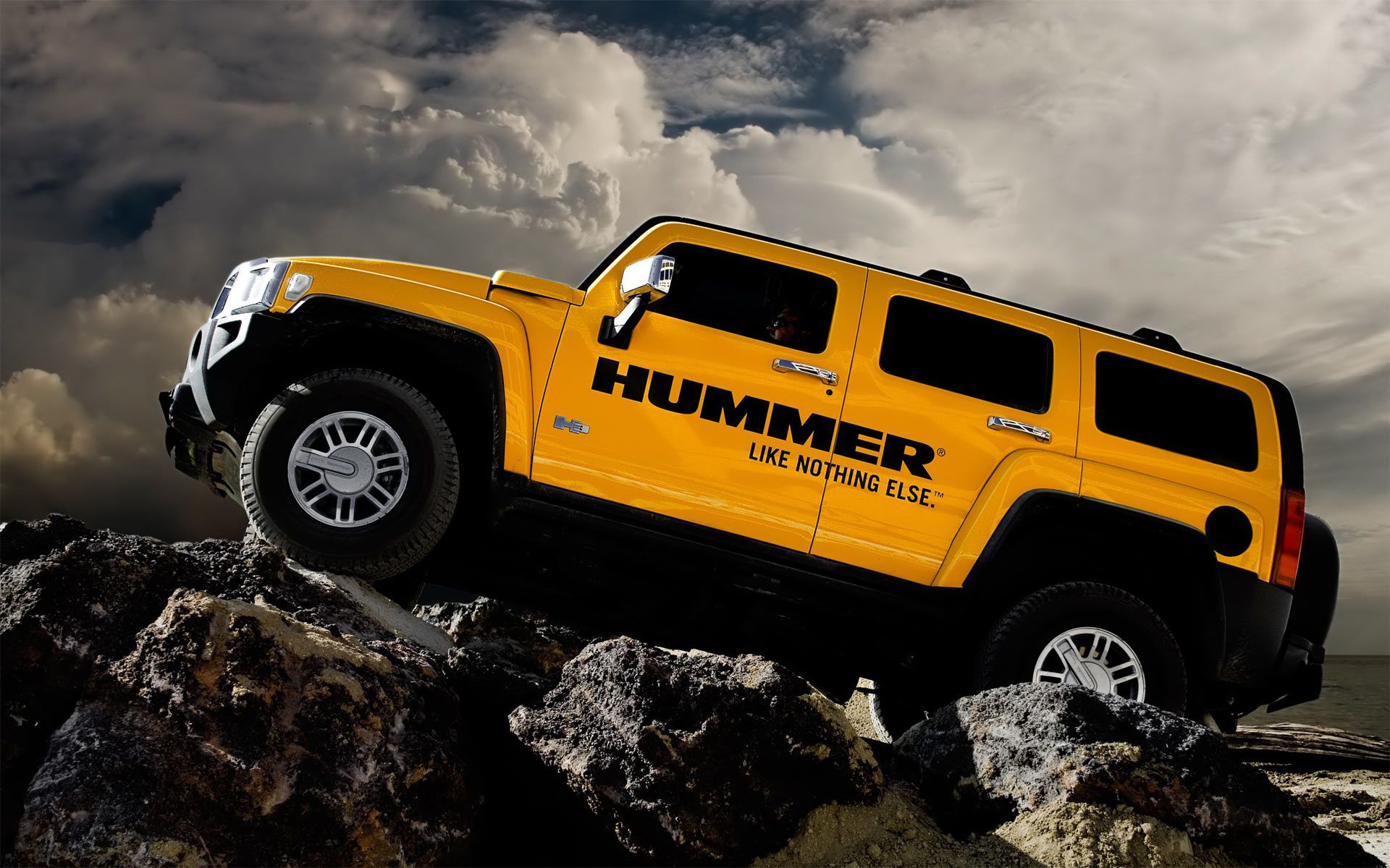Hummer cars are very popular worldwide all the cars lovers check out latest and beautiful wallpapers of hummer