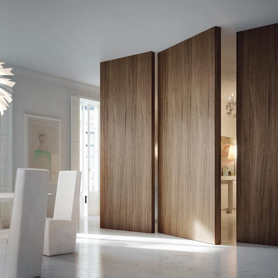 Grazie a un pannello di 10 cm di spessore l invisibile a bilico verticale filo 10 una porta - Finestre a bilico verticale ...