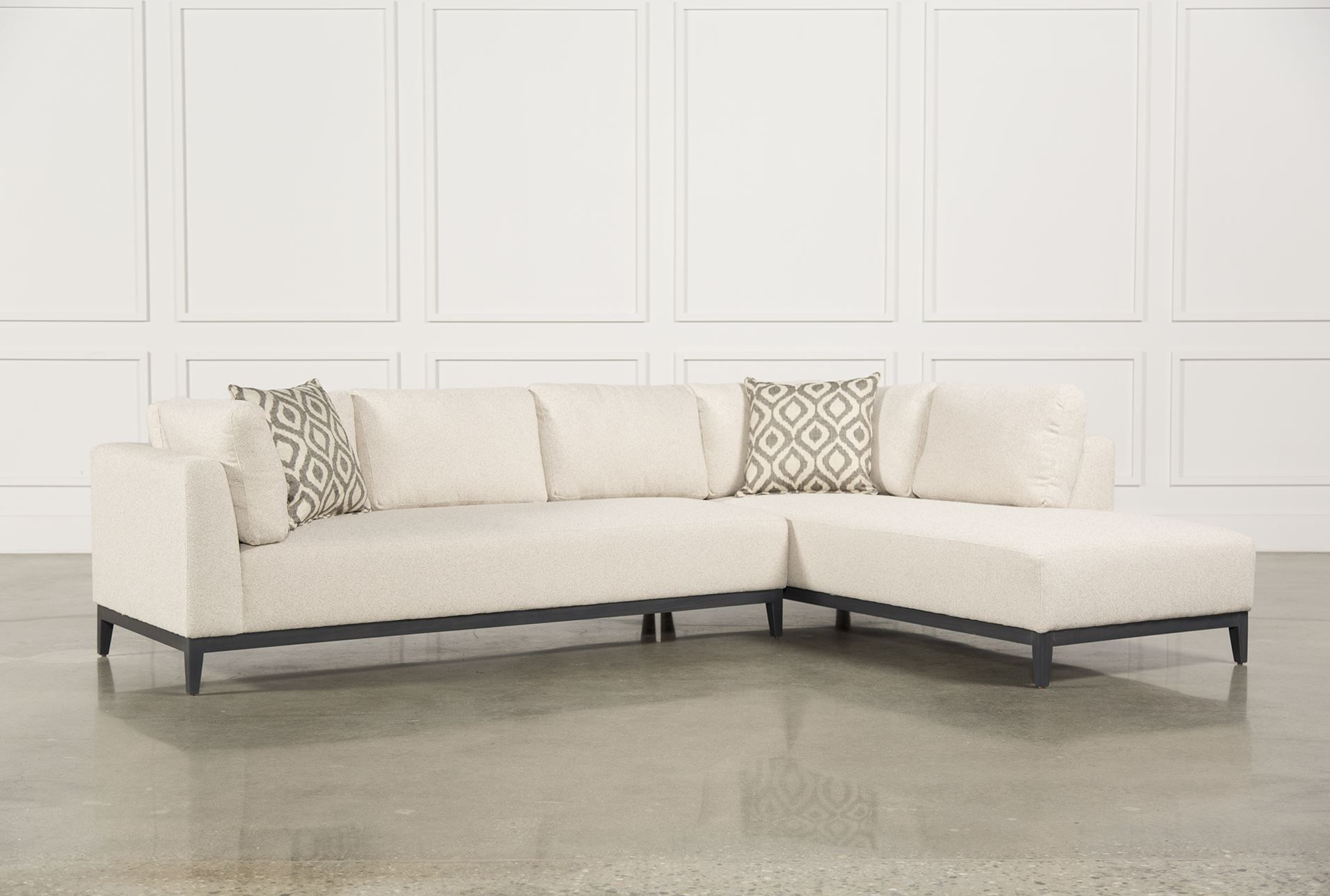 Avalon 2 Piece Sectional W Raf Chaise