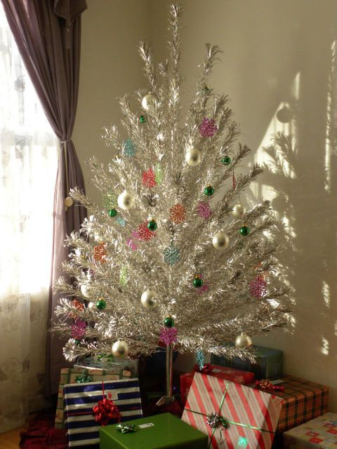 30 Things We Truly Miss About Christmases Past Christmas tree