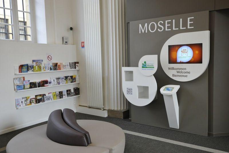 L Espace Moselle Et La Documentation En Libre Acces C Philippe Gisselbrecht Office De Tourisme De Metz Office De Tourisme Tourisme Reamenagement