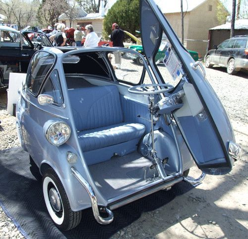 Isetta - Arirbags are overrated anyWho needs airbags.... ? - AutoCar
