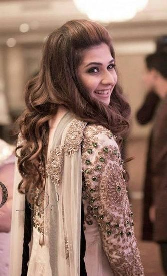 Curly Hairstyle By Priya Todarwal Jivaana Com Pakistani Bridal Wear Simple Bridal Makeup Pakistani Formal Dresses