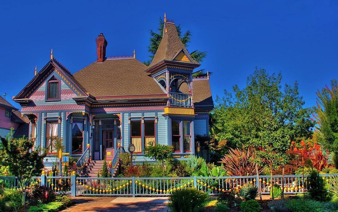 victorian cottage located in eugene oregon victorian exteriors rh pinterest fr