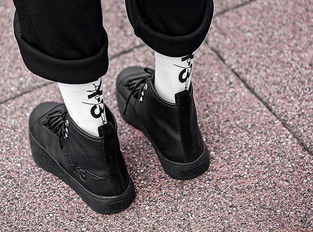 Menswear, All black sneakers