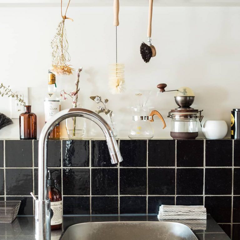 壁も天井もフル活用 4帖 でも使いやすく すっきり収納のキッチンづくり リノベーション 北欧 キッチン 広い キッチン