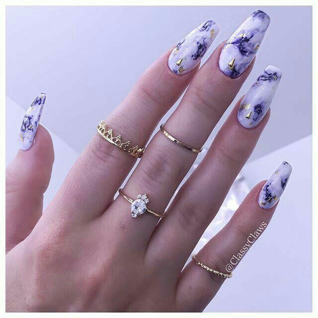 Uñas acabado mármol Blanco con morado   uñas   Pinterest   Mármol ...
