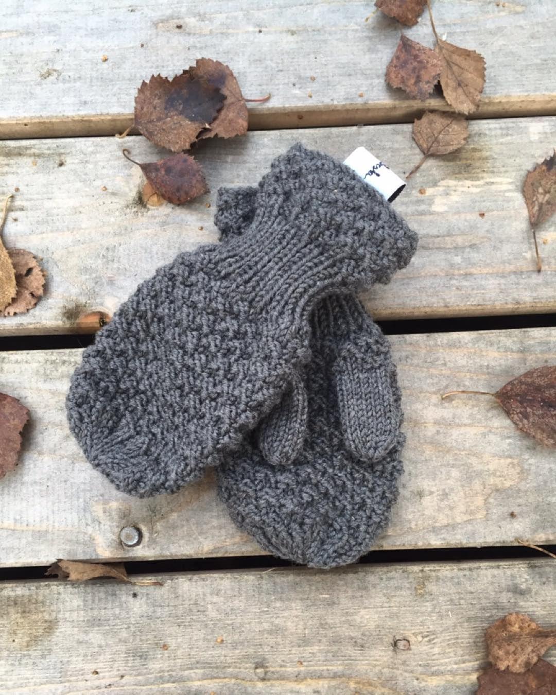 Our knitting kits are right around the corner! Soon you can make our wonderful products yourself. #frabestacom #babyteppe #strikk #knitting #hektapågarn #garnlykke #knittersofinstagram #knitwear #norwegianmade #norwegianknitting #strikktilbarn #babystrikk #strikktilbarn #wool #madeinnorway #strikkekondis #strikkemamma #strikkedilla #raverly #diy #strikkekit #garnpakke #knittingkit #sandnesgarn #babyknits