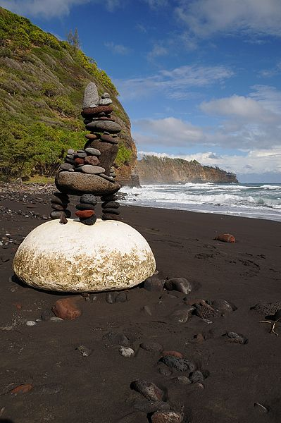beach-cairns-hawaii.jpg