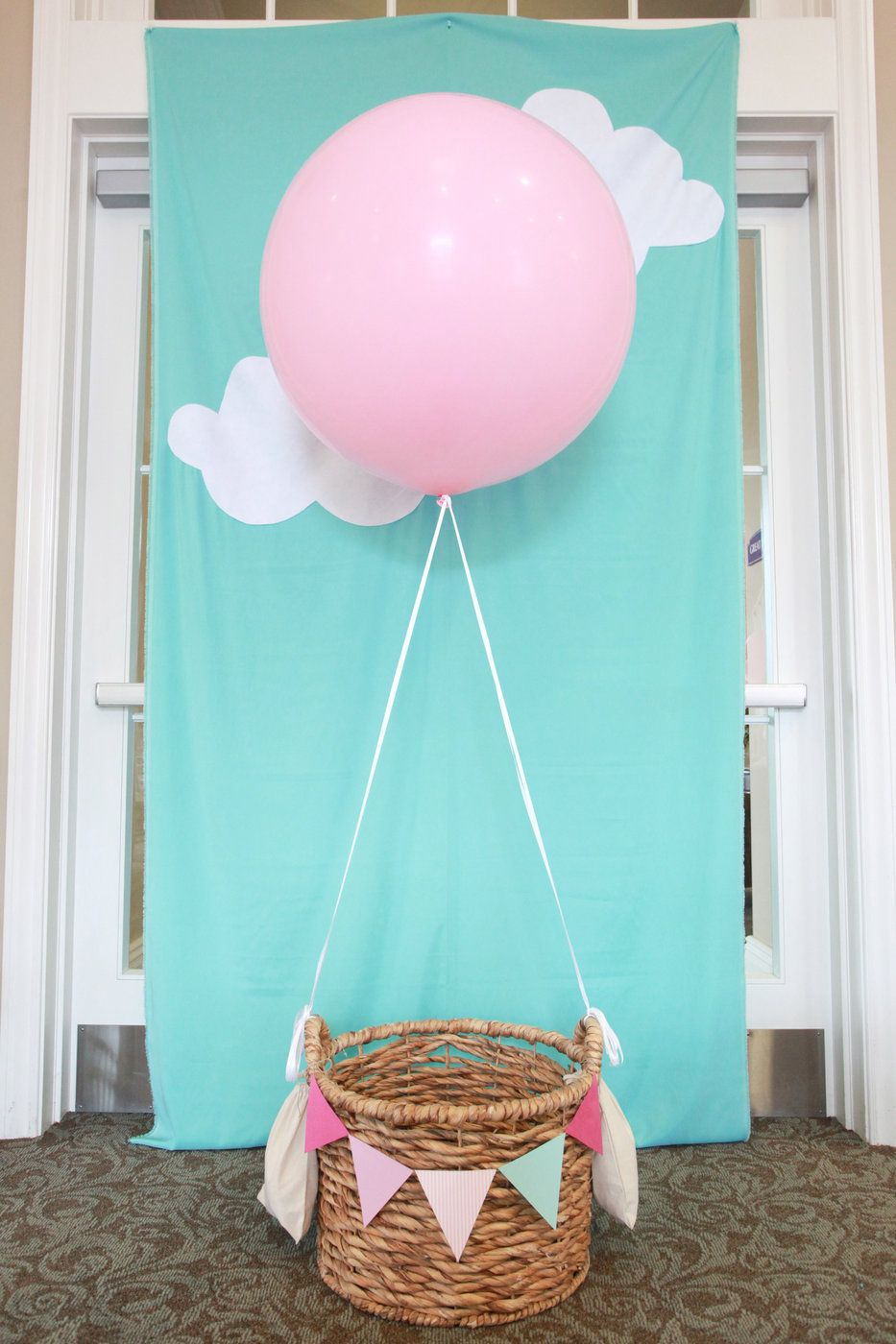 foto hintergrund supers mit ballon f r baby party diy balloon photo booth for kids. Black Bedroom Furniture Sets. Home Design Ideas