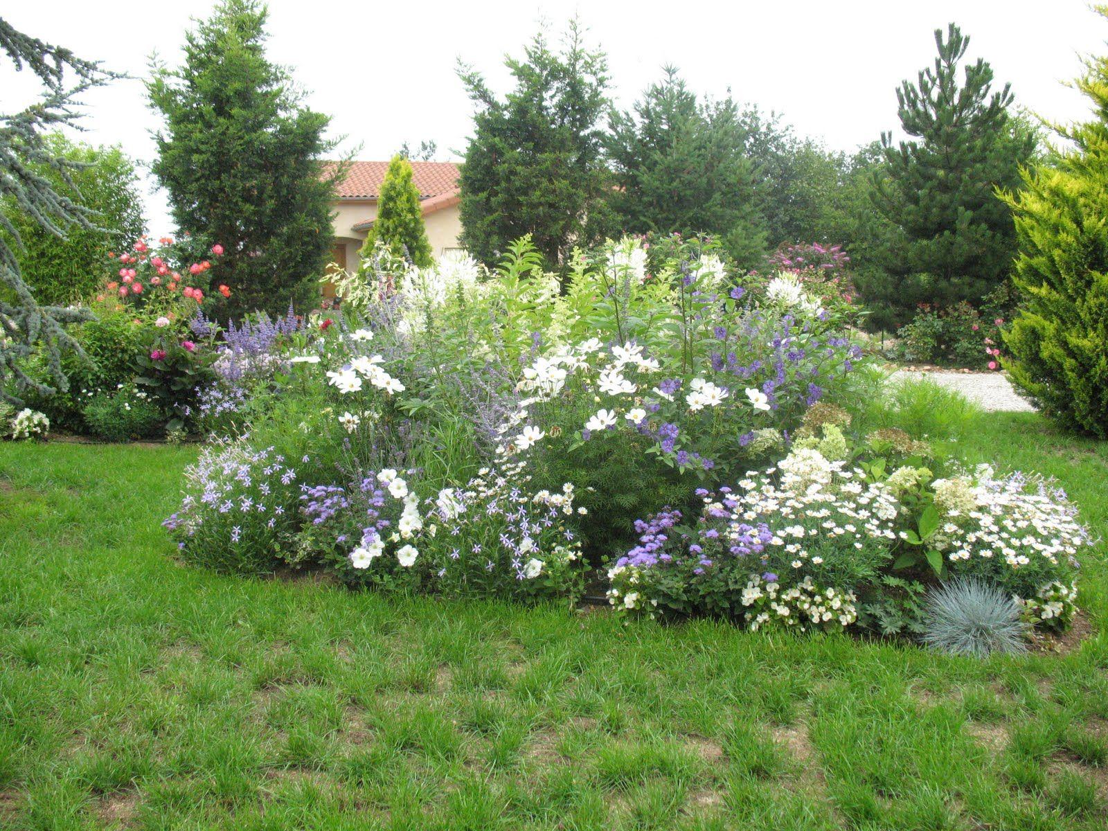 situ au centre du jardin ce massif tait jusqu 39 pr sent recouvert de plantes annuelles. Black Bedroom Furniture Sets. Home Design Ideas