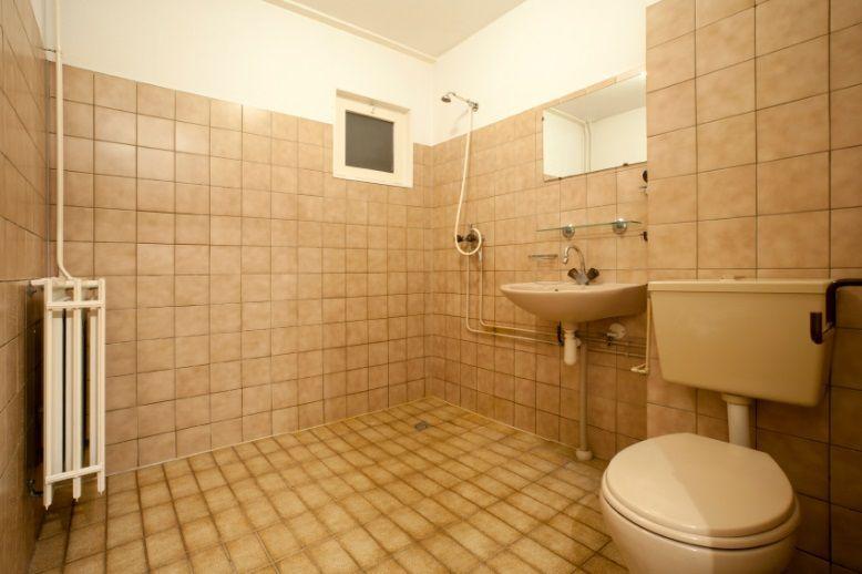 Badezimmer neu gestalten Von alt zu neu in 4 Schritten ...