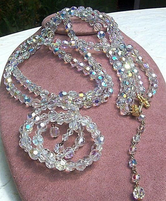 Learn How Much Your Vintage Costume Jewelry Is Worth Pricing Jewelry Vintage Costume Jewelry Popular Jewelry