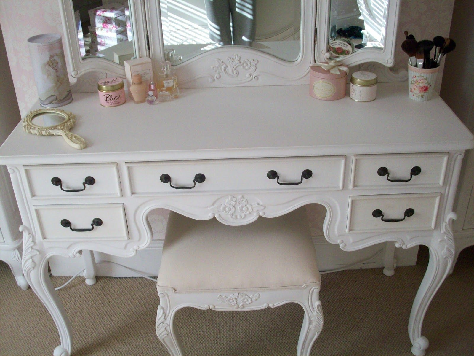 Make up table furniture pinterest vintage dressing table and