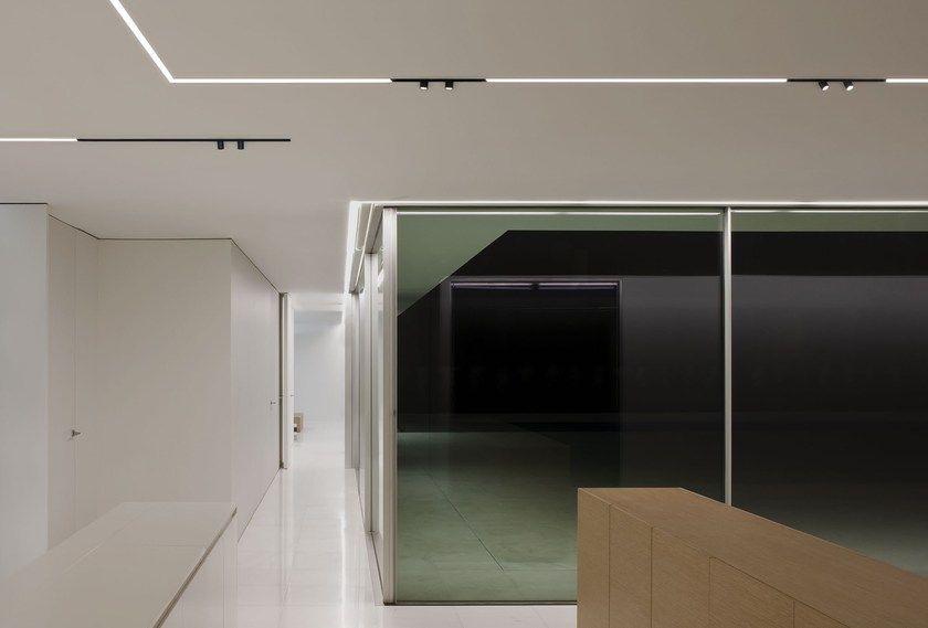 Profil De Lumiere Lineaire A Led The Running Magnet By Flos Maison Moderne Interieurs Marocains Maison