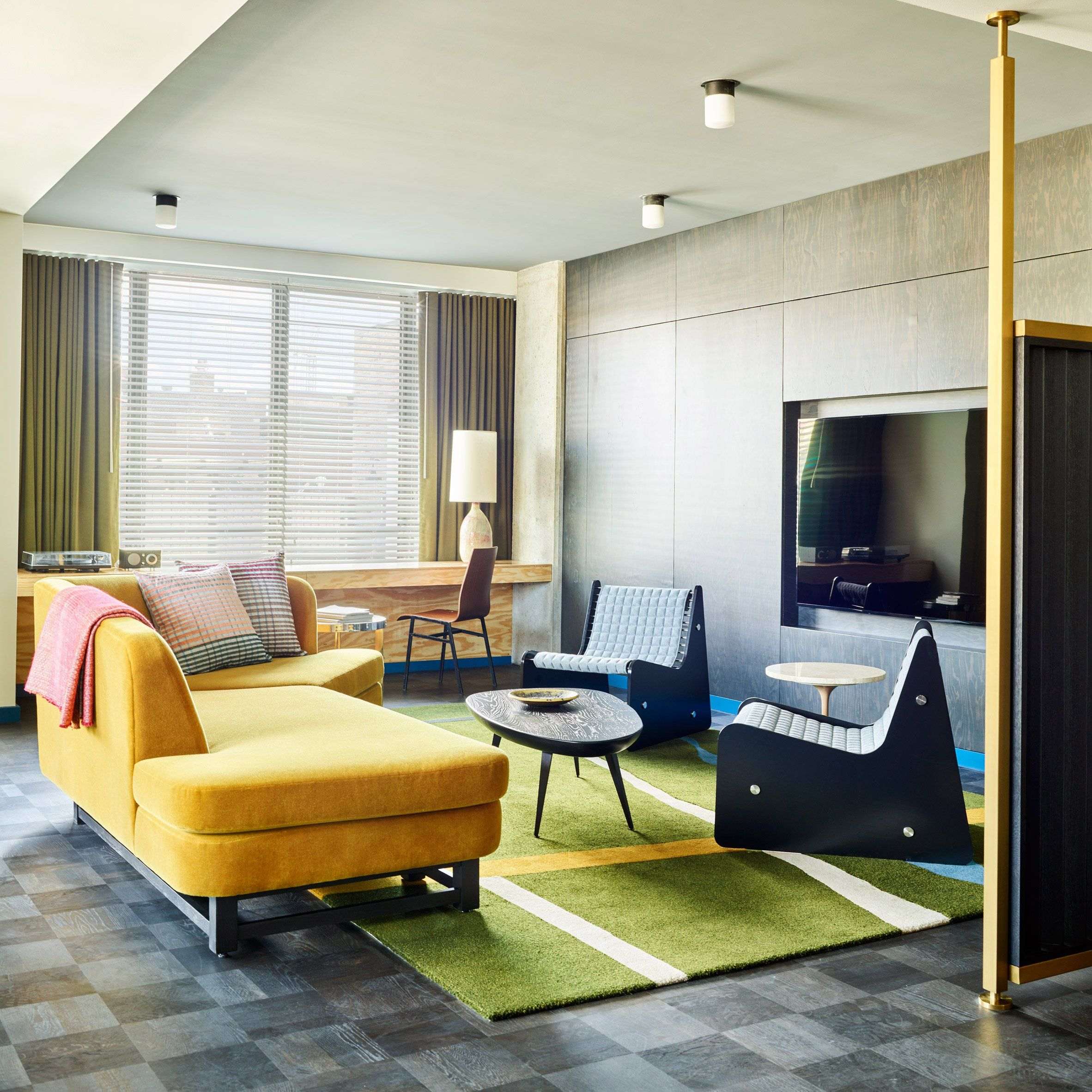 Los angeles studio commune design has used vibrant modernist furnishings to decorate the ace hotel chicago as a nod to the citys architectural history