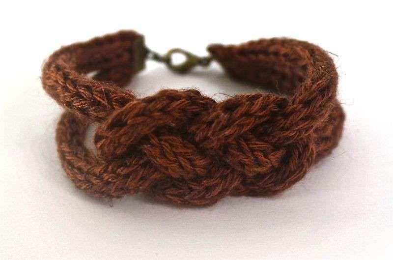Lavori a maglia con il tricotin - Bracciale tricotin marrone