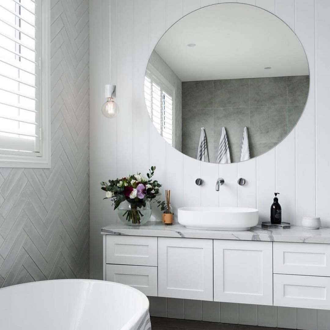 Absolutely Stunning Bathroom By Apexconstructionsnsw Tiles Supplied By Amberkellyville Ambe Hampton Style Bathrooms Bathroom Styling White Bathroom Tiles