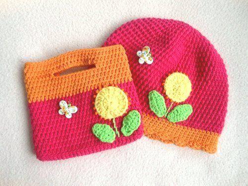 ❀ Cena: 200 CZK + 60 CZK doprava ❀ Háčkovaná čepička pro děti dozdobená našitými korálky a motýlkem. Barva je krásně neonově růžová s neonovou oranžovou. Nikoli řvavě zářivé, ale krásné syté barvičky. Velikost: obvod hlavičky cca 50cm, hloubka čepičky 19,5cm Materiál: 40% bavlna, 60% akryl (velmi příjemný na dotek) | vavavu