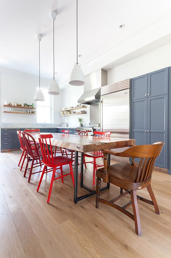 Accueillante et color e cette grande cuisine fait for Chaises salle a manger et cuisine