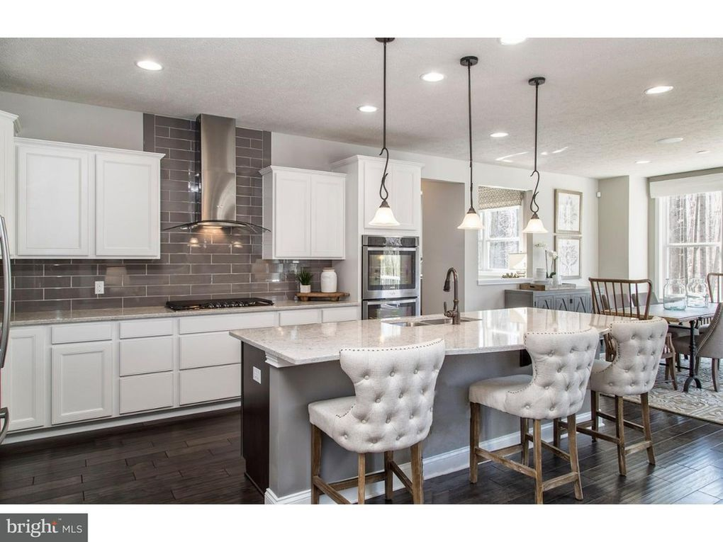 601 Dr Unit 4, Perkasie, PA 18944 Home kitchens