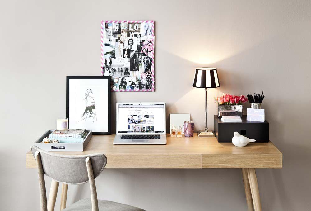 der perfekte schreibtisch frische blumen frisch und rosa. Black Bedroom Furniture Sets. Home Design Ideas