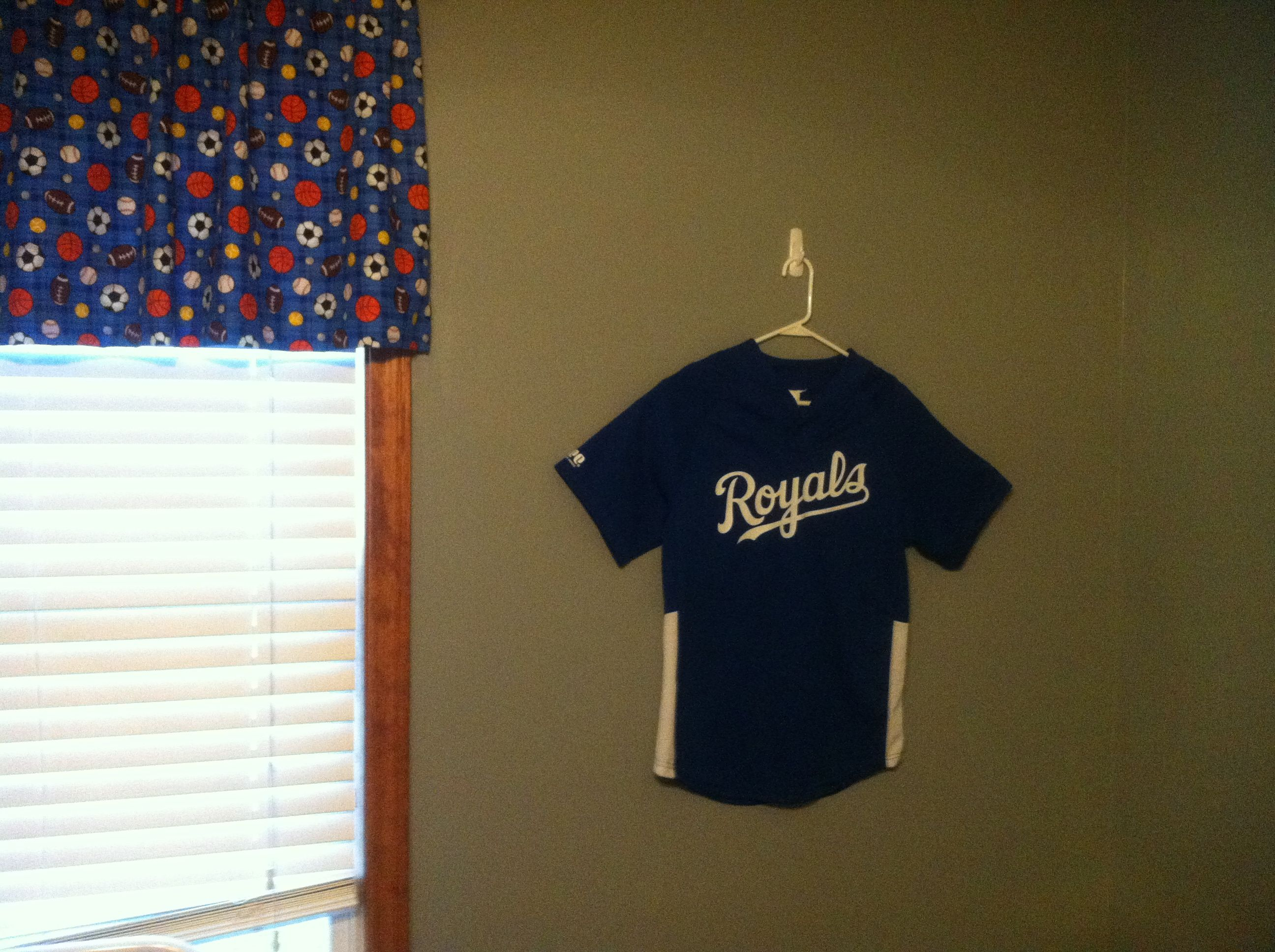 hang jerseys on the wall for free decorations boys room valance curtains decor curtains. Black Bedroom Furniture Sets. Home Design Ideas