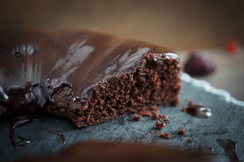 Heute backe ich einen veganen Schokoladenkuchen, der super saftig und locker ist… – Kuchen und Torten