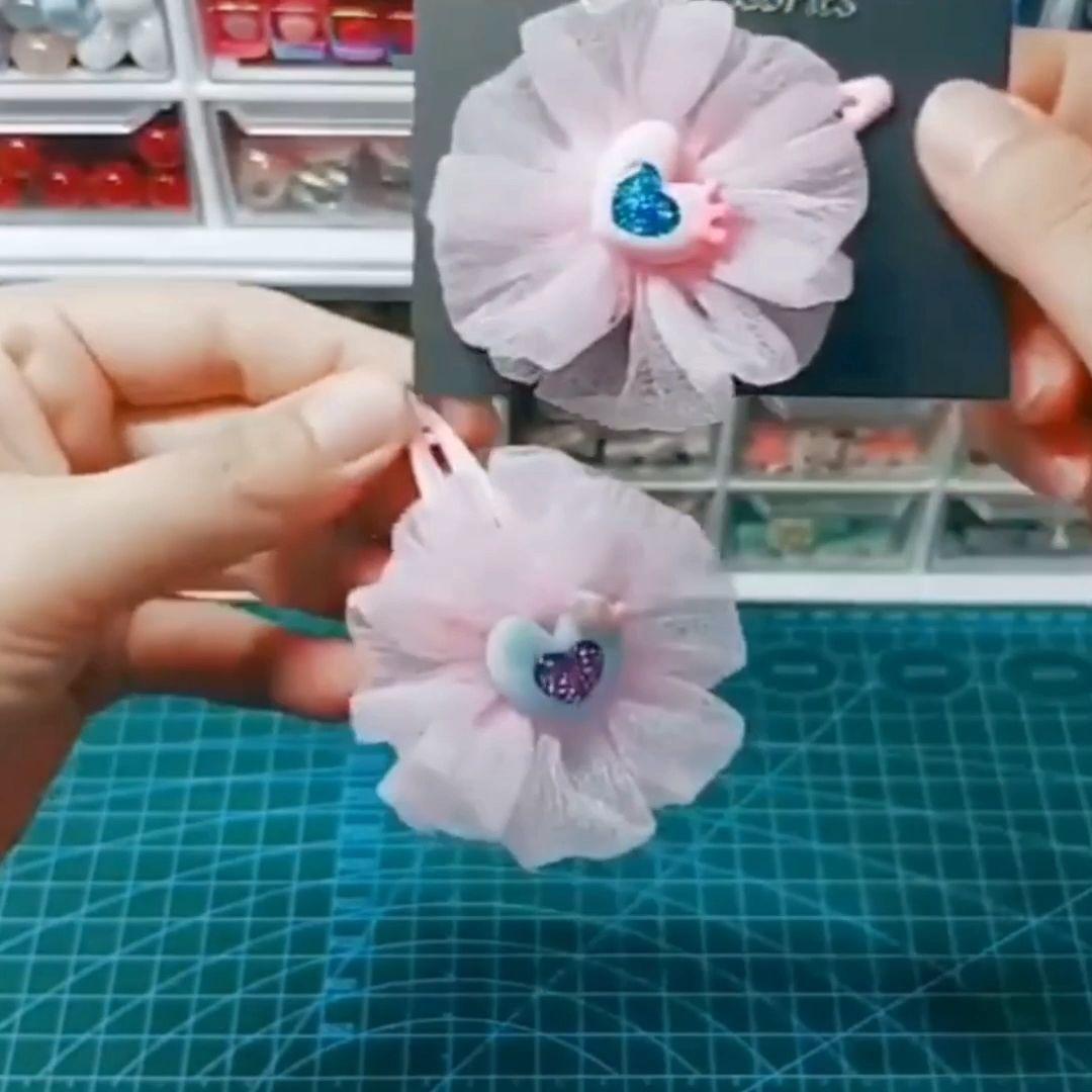 Aprenda fazer flor de tule  Crédito ➡️ @kewgarden_ribbon