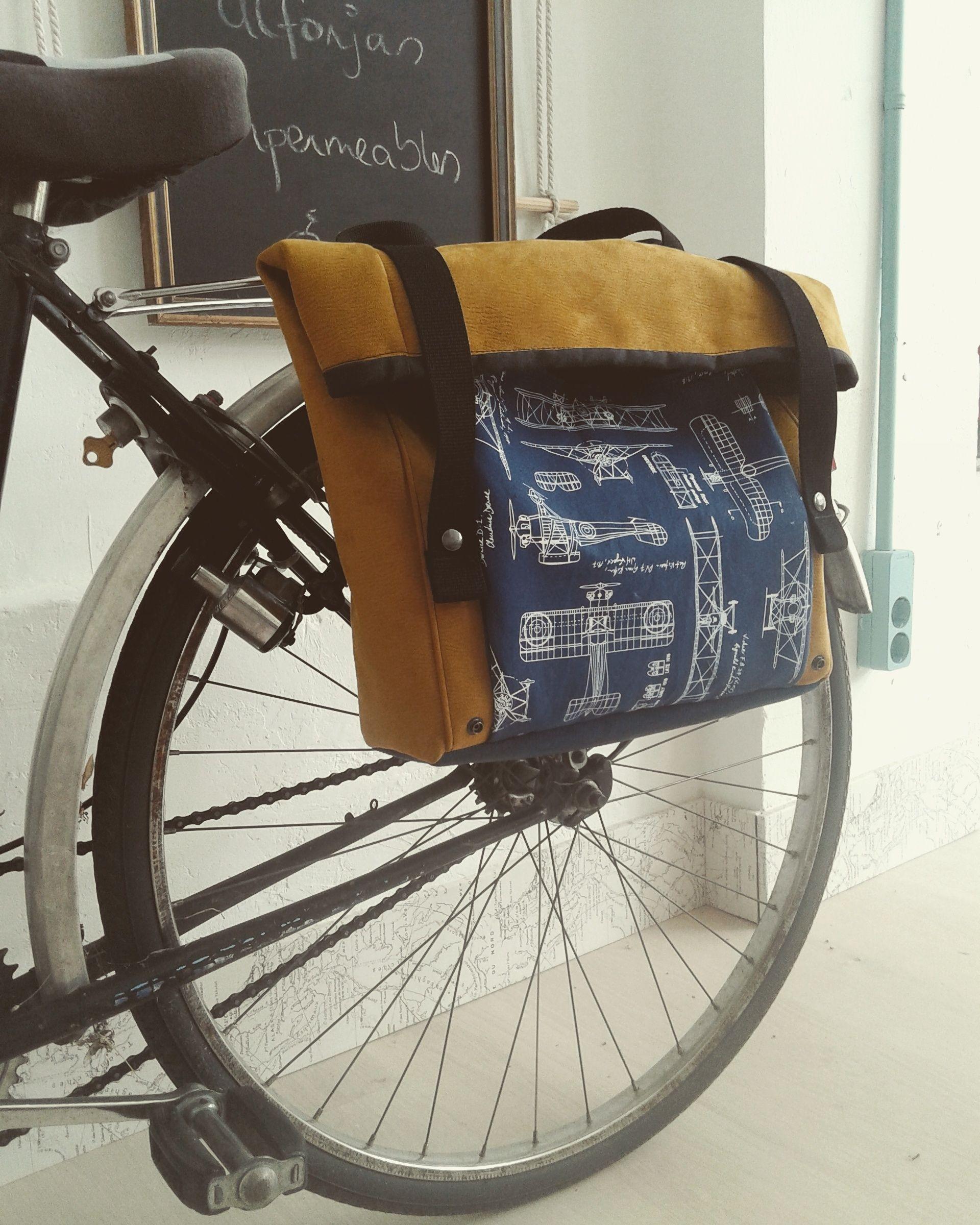 Preciosa alforja para bicicleta realizada por La Carava del Surf desde Vitoria