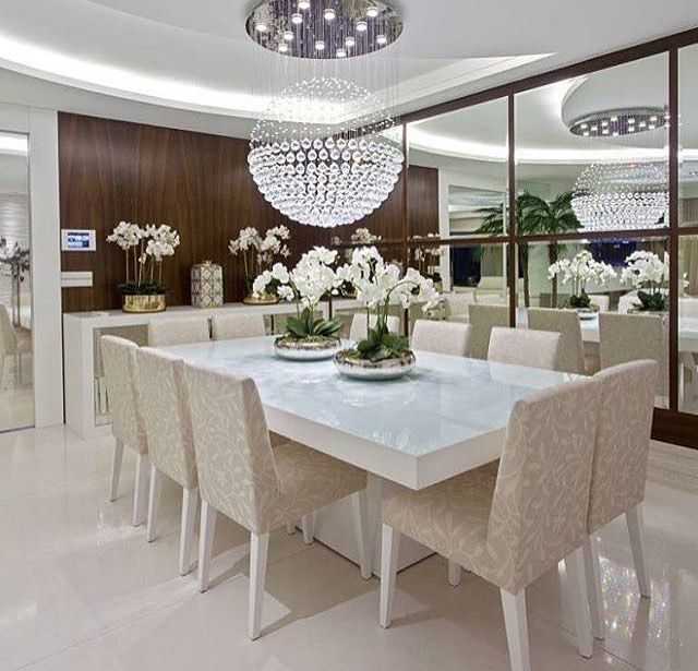Lindaaa sala de jantar  Adorei os espelhos e o lustre que é um luxo ❤️❤️❤️ - #sala #saladejantar #design #decoração #arquitetura #novidades #Instagram #euqueronaminhacasa