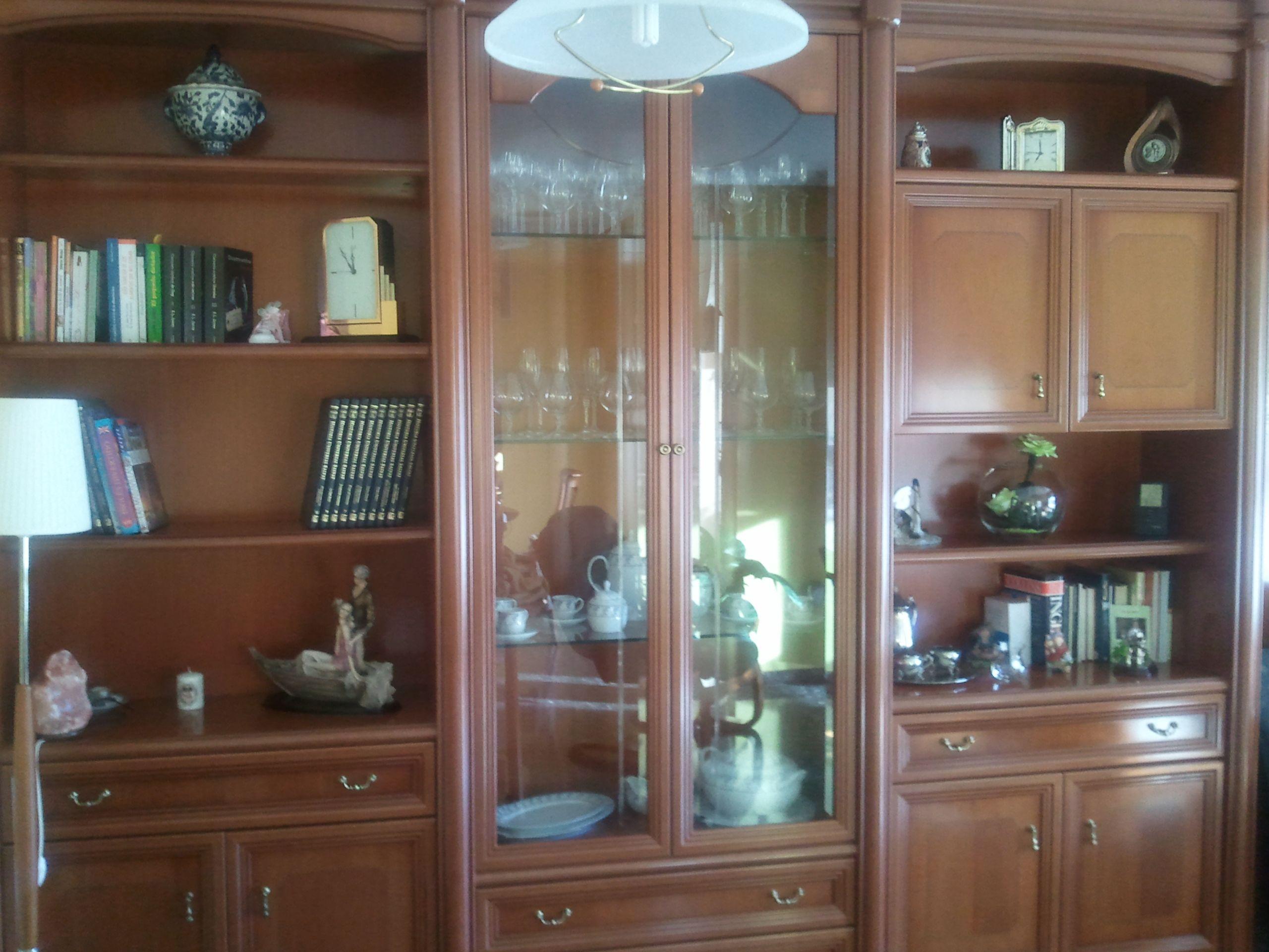 Mueble boiserie de madera de cerezo en perfectas condiciones.La continuacion de la foto está en el siguiente pin. Precio 350€. rosnube@gmail.com