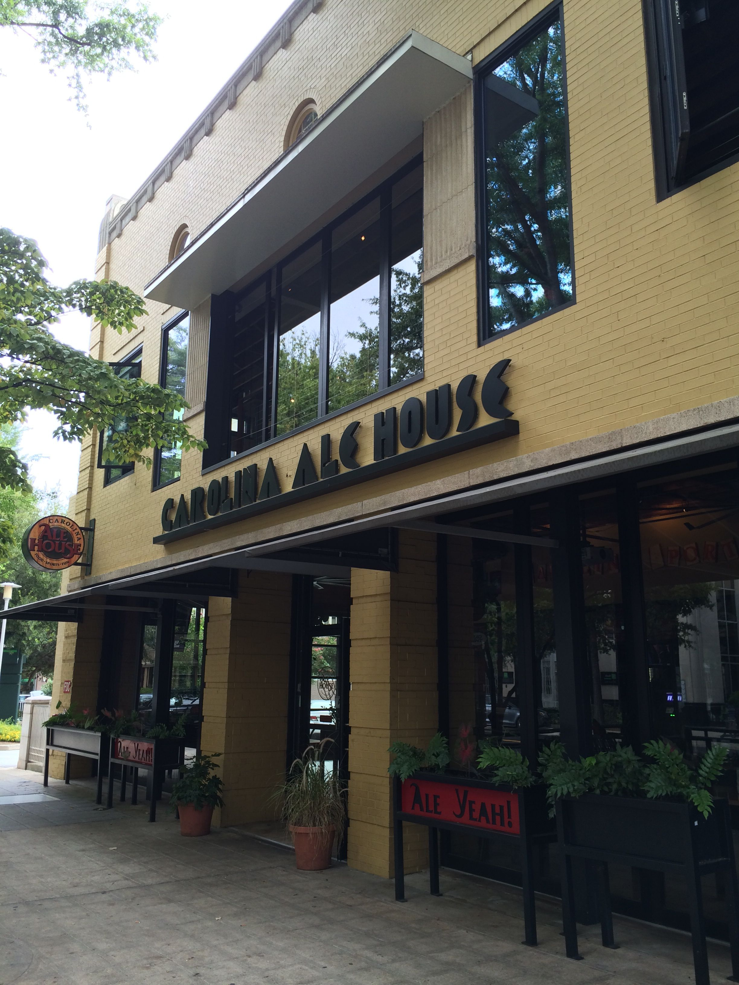 Roll A Cover S Retractable Enclosure At The Carolina Ale House In