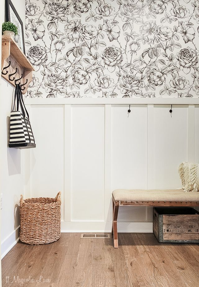 Our Mudroom Reveal (Amy's New House #boardandbattenwall