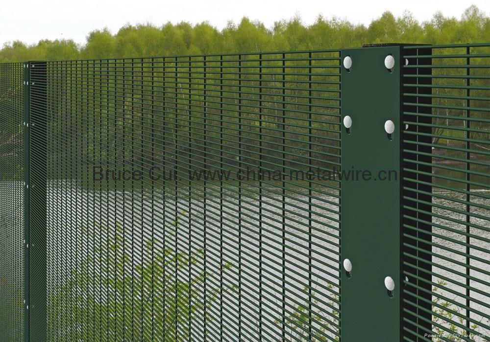 wire mesh fence panels design inspiration 27675. Black Bedroom Furniture Sets. Home Design Ideas