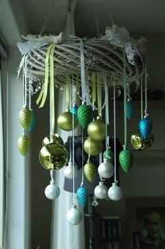 Schöne Weihnachts Deko mit Tannenzapfen #Ästeweihnachtlichdekorieren - travel #Ästeweihnachtlichdekorieren