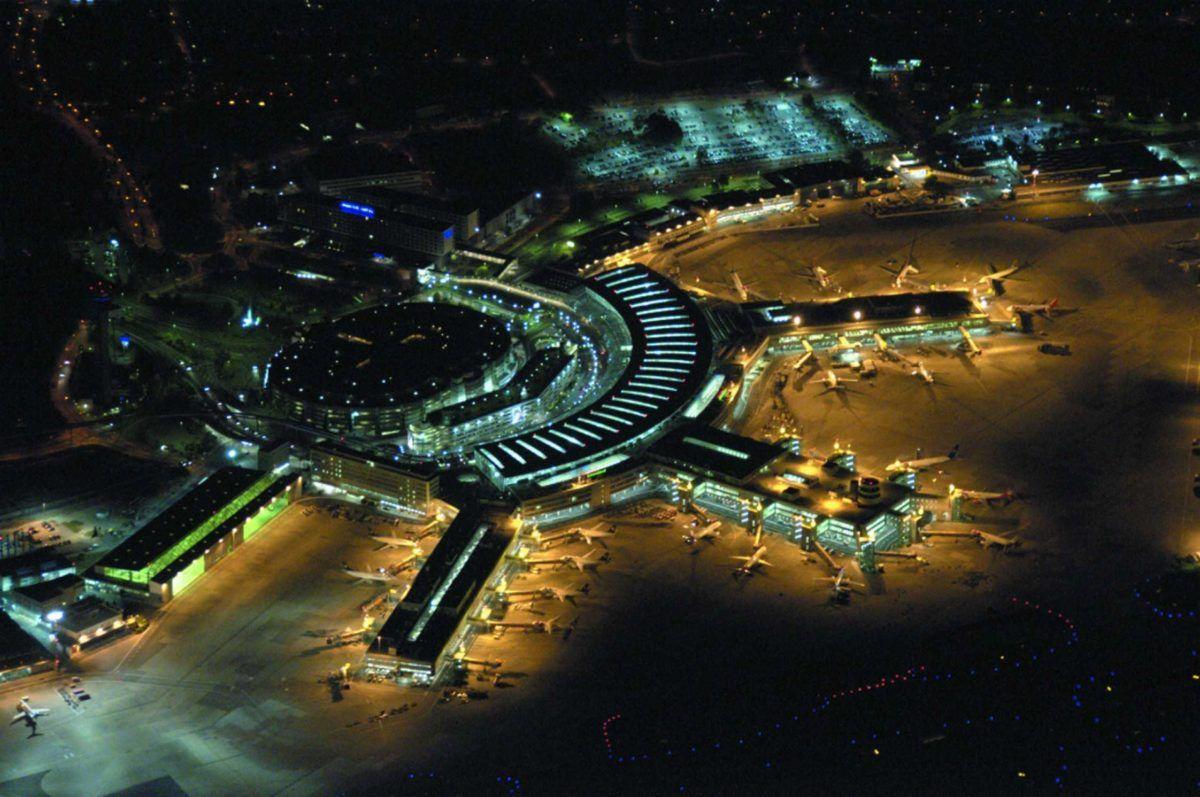 Dusseldorf international airport reviews and facilities