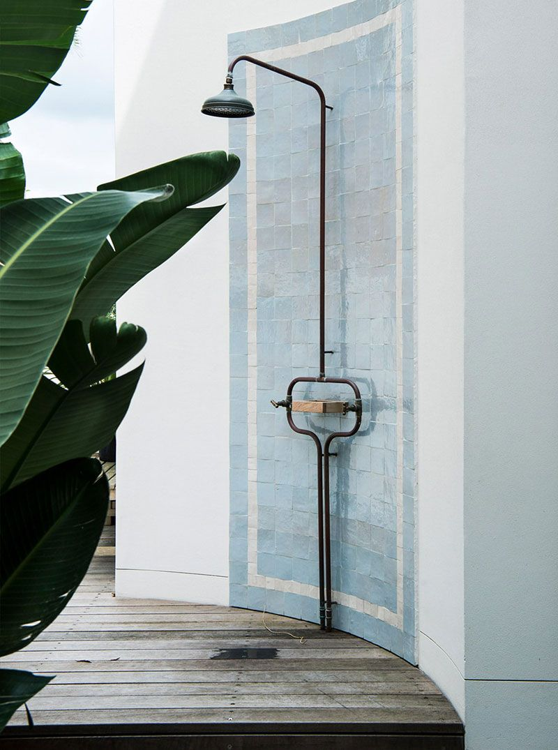 Australian Home With Bold Art Objects In Decor Outdoor Shower