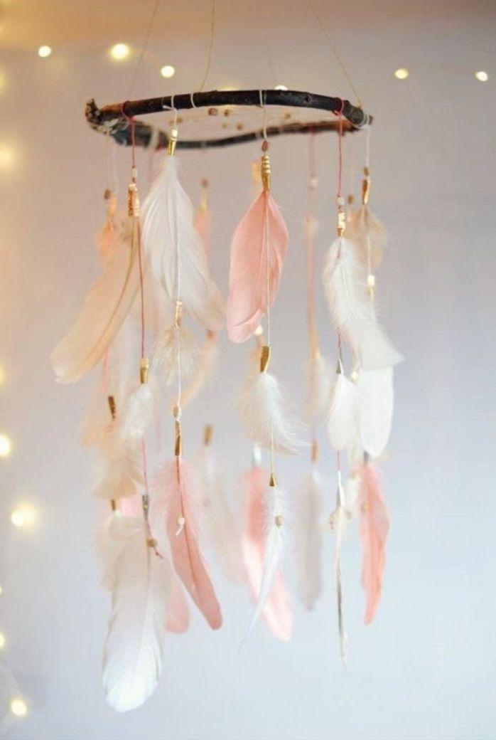 kinderzimmer gestalten traumfänger bunte feder weiß rosa